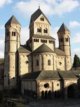 Marijos Laach vienuolynas Eifelyje; vakarinis fasadas. Vokietija