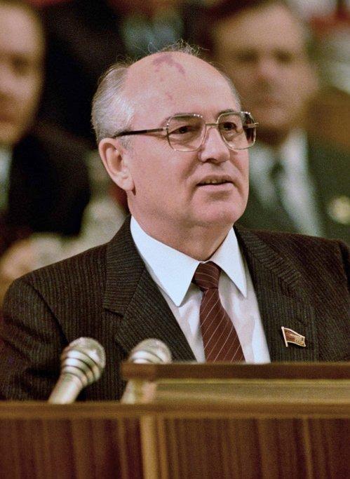 Michailas Gorbačiovas, 1990 m.